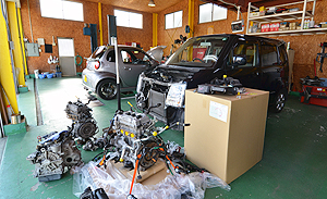 電気系や動力系、駆動系など繊細な修理作業を行うピット