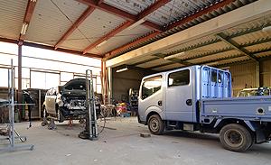 板金塗装の工場を完備