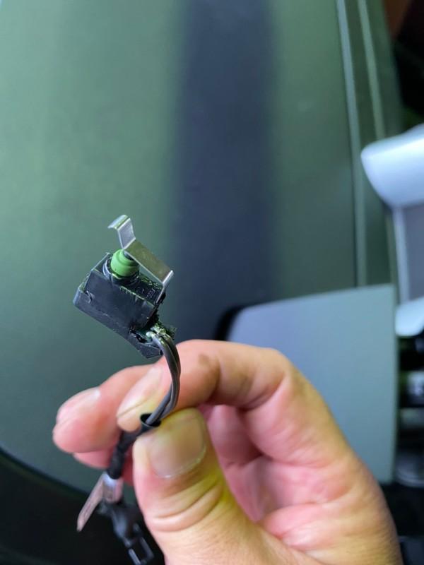 BMW Z4 よくある故障 電動ソフトトップ(ハードトップ)の修理